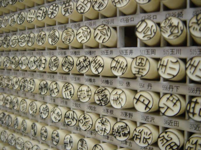 Des hankos, l'appellation des sceaux japonais.