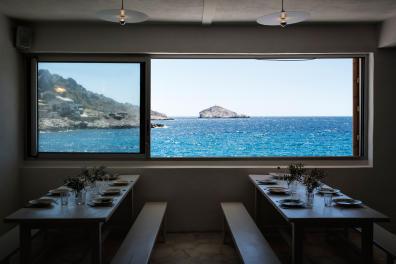 Le restaurant de Tuba avec vue sur l'île Maïre et la Méditerranée. Marseille, le 19 juin 2020.