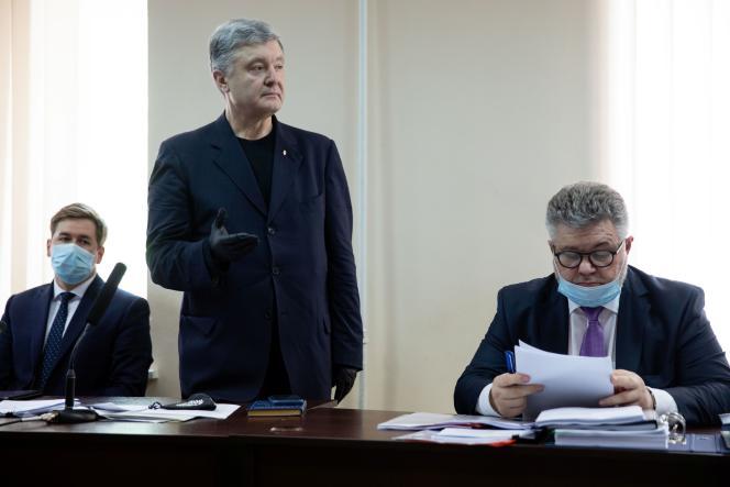 Le député et ancien président ukrainien Petro Porochenko lors de sa comparution devant le tribunal de Kiev, le 1er juillet.
