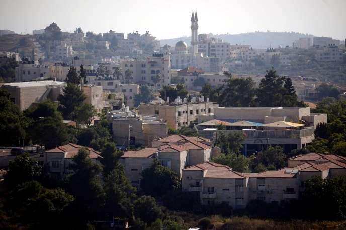 Vue sur une partie de la colonie juive de Beit El au premier plan, près de Ramallah, en Cisjordanie occupée par Israël, le 1er juillet.