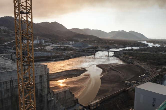 Vue sur le Nil bleu et le grand barrage de la Renaissance en construction, près de Guba, en Ethiopie, le 26 décembre 2019.