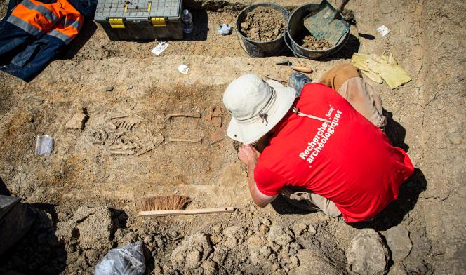 Près de 150tombes datant du IIIe et Ve siècle ont été découvertes dans une nécropole proche de l'église paléochrétienne de Saint-Pierre-l'Etrier, à Autun (Saône-et-Loire).