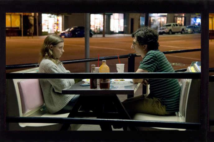 Dans «Love», les badinages de Gus (Paul Rust) et Mickey (Gillian Jacobs) évoluent dans une Los Angeles réaliste.