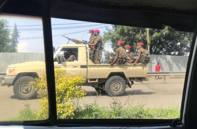 Des militaires patrouillent dans les rues à la suite de manifestations à Addis-Abeba, le 2 juillet.