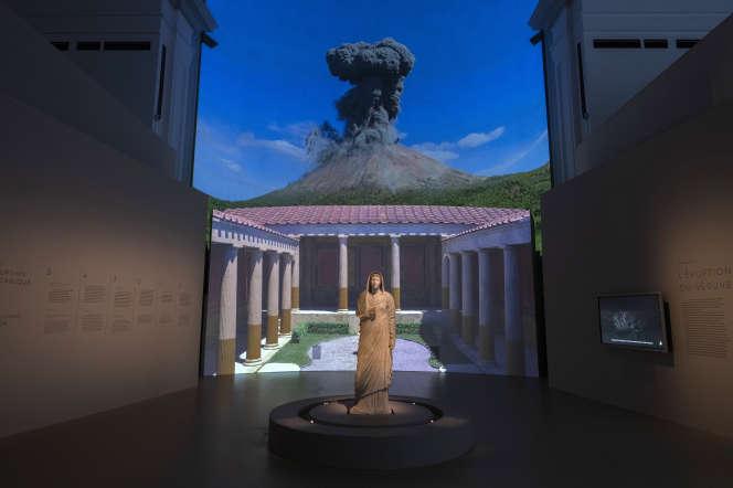 Reconstitution en 3D du Vésuve dans le cadre de l'exposition «Pompéi», au Grand Palais, à Paris, le 26 juin.