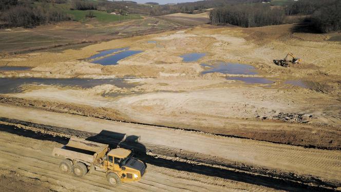Travaux de construction de la retenue d'eau de Caussade (Lot-et-Garonne), en février 2019.