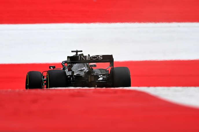La Mercedes du Britannique Lewis Hamilton, champion du monde en titre, lors des essais libres du Grand Prix d'Autriche, le 3 juillet 2020, sur le circuit de Spielberg, en Autriche.