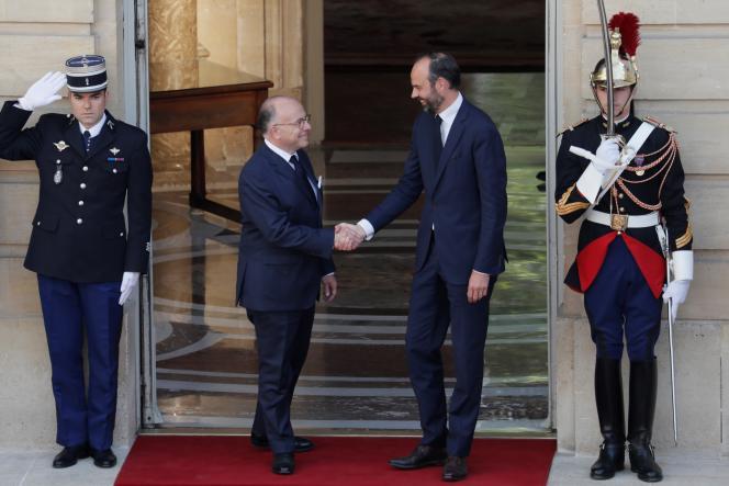 Passation des pouvoirs entre Bernard Cazeneuve et Edouard Philippe à Matignon, le 15 mai 2017.