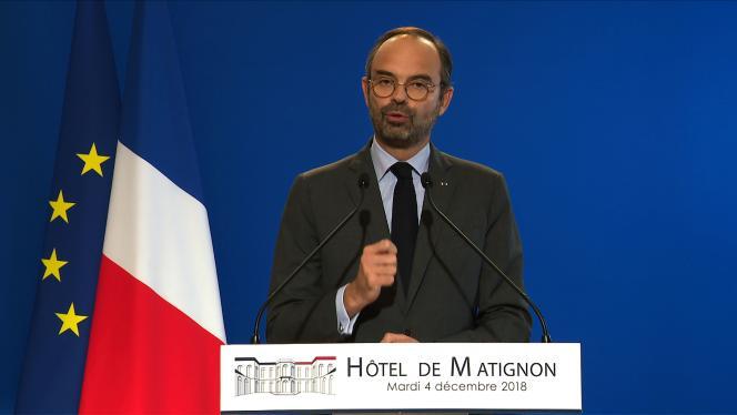 Edouard Philippe annonce la suspension de trois mesures fiscales, dont la hausse des carburants, pour apaiser la crise des« gilets jaunes».