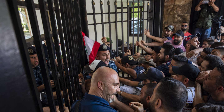 Suicides, faillites, licenciements… Le Liban précipité dans l'abîme