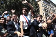 Michèle Rubirola célèbre sa victoire à Marseille, samedi 4 juillet.