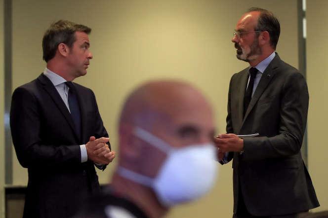 Olivier Véran et Edouard Philippe au ministère de la santé à Paris, le 25 mai.
