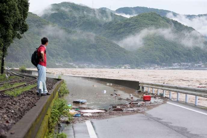 Le fleuve Kuma gonflé par les pluies, à proximité de Yatsushiro, dans la préfecture de Kumamoto, le 4juillet 2020.