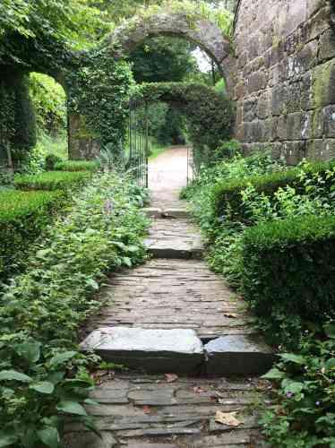 Les jardins de Jacqueline et Jean Schalit, le créateur de« Lieux mouvants», sont ouverts à la visite, en semaine, de 9 heures à 16 heures (demandes de réservation par SMS ou par téléphone au 06 80 20 65 24, ou par mail, à jean@schalit.com). Entrée : 6 € (au profit de« Lieux mouvants»).