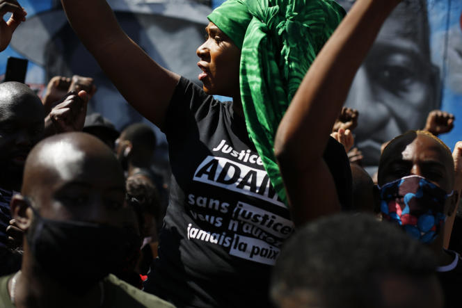 Assa Traoré lors d'une manifestation contre les violences policières à Stains (Seine-Saint-Denis), le 22 juin.