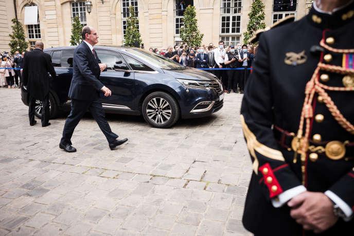 Jean Castex lors de son arrivée à l'Hôtel Matignon pour la passation des pouvoirs avec son prédécesseur Edouard Philippe, à Paris, le 3 juillet.