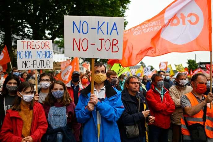 Lors de la manifestation contre les suppressions d'emplois au sein de la société de télécommunications finlandaise Nokia en France, le 4 juillet, à Lannion.