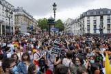 Lors de la Marche des fiertés organisée à Paris, le 4 juillet.
