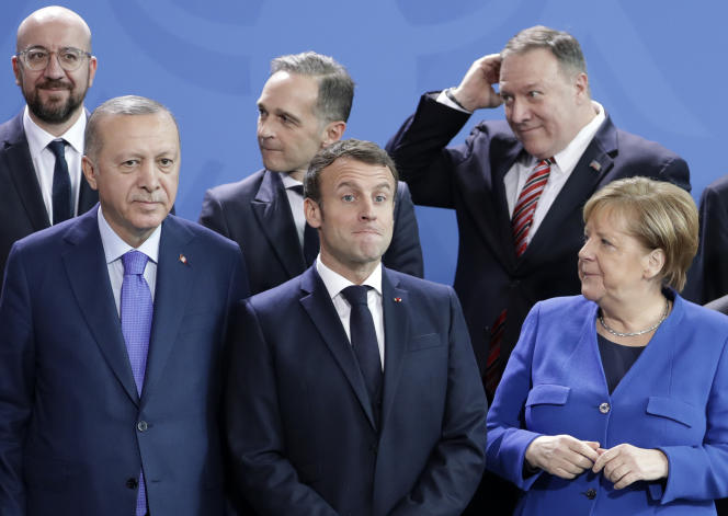Le président turc, Recep Tayyip Erdogan, Emmanuel Macron, et la chancelière allemande, Angela Merkel, le 19 janvier, à Berlin (Allemagne).