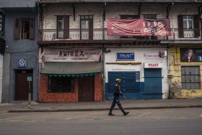 Dans une rue d'Antananarivo, le 26 juin 2020, jour des 60 ans de l'indépendance malgache. Les festivités ont été fermées au public à cause du coronavirus.