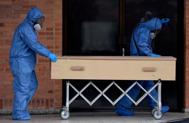 Le cercueil d'une victime du Covid-19 à Bogota, samedi 4 juillet.