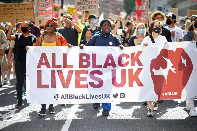 Le Royaume-Uni a été secoué par des manifestations du mouvement antiraciste Black Lives Matter, déclenchées par la mort de George Floyd.