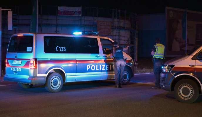 La police autrichienne a précisé que l'enquête se poursuivait et qu'il était trop tôt pour se prononcer sur le motif de ce meurtre.