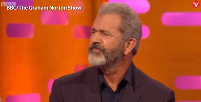 Mel Gibson dans une émission britannique de la BBC, « The Graham Norton Show », en 2017, durant laquelle il aurait dénoncé des réseaux pédophiles à Hollywood.