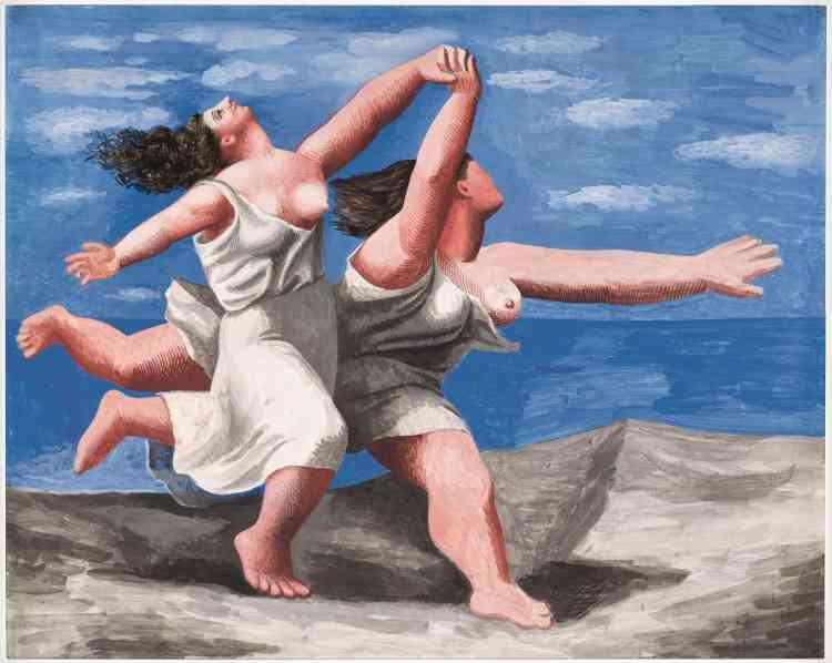 «Picasso donne à ces deux géantes qui s'élancent sur la plage une plasticité qui semble les arracher au temps. Grossie vingt-cinq fois, cette course deviendra le rideau du balletLe Train bleu en 1924.»
