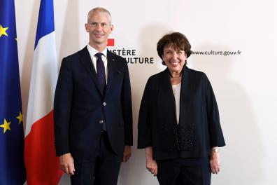 Former French Minister of Culture Franck Riester (L) and newly appointed French minister of Culture Roselyne Bachelot (R) pose during the handover ceremony at the French Culture ministy in Paris on July 6, 2020 following the French cabinet reshuffle. / AFP / Alain JOCARD