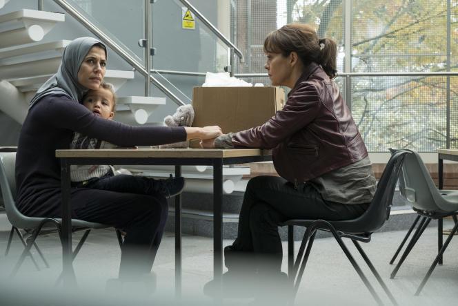 Miriam Attar (Karima McAdams) etHelen McCrory (Emma Banville).