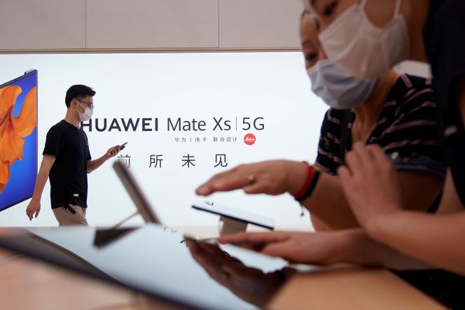 Une boutique Huawei tout juste inaugurée à Shanghaï, le 24 juin.
