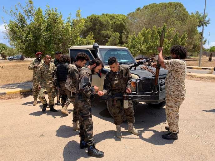 Les forces du Gouvernement d'union libyen (GNA) en direction de Syrte, à Tripoli, le 6 juillet.