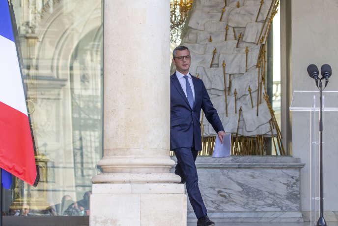 Alexis Kohler, secrétaire général de l'Elysée, annonce la composition du nouveau gouvernement au palais présidentiel, à Paris, le 6 juillet.