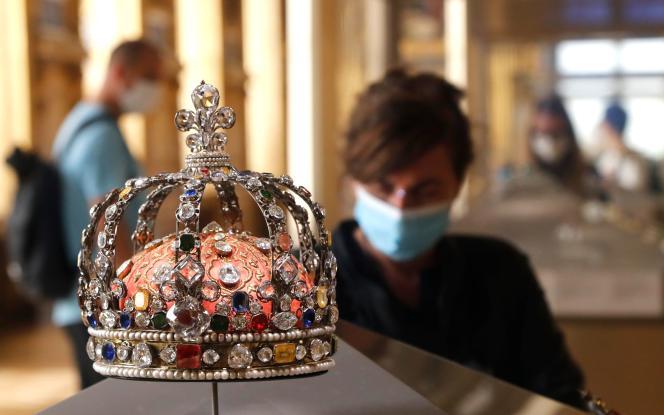 La couronne de Louis XV, au Louvre, lundi 6 juillet 2020.