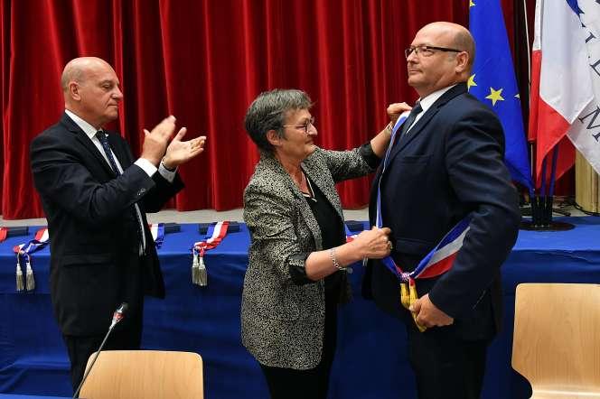 Francis Vercamer, nouveau maire de Hem (Nord), lors de l'installation du conseil municipal, le 23 mai