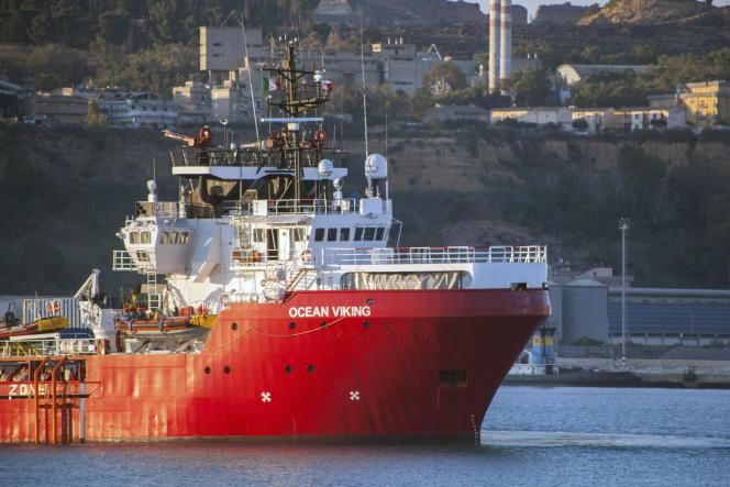 L'«Ocean-Viking»,amarré au port dePorto Empedocle, en Sicile, le 6 juillet.