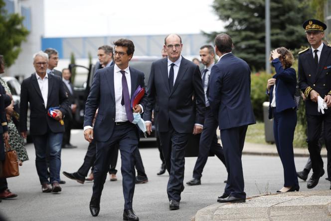 Jean Castex sur le site de recherche et de production de semi-conducteurs du groupe X-FAB France, à Le Coudray-Montceau (Essonne), le 4juillet