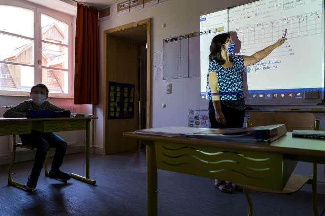 Retour en classe après le confinement, à l'école primaire Cour-de-Lorraine, à Mulhouse (Haut-Rhin), le 18 mai.