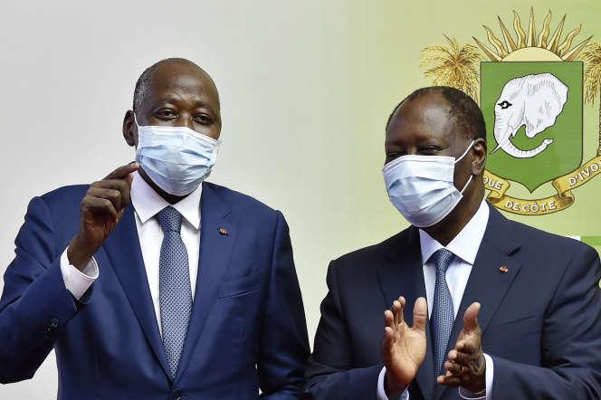 Le premier ministre ivoirien Amadou Gon Coulibaly (à gauche) en compagnie du chef de l'Etat Alassane Ouattara, à Abidjan, le 2 juillet 2020.