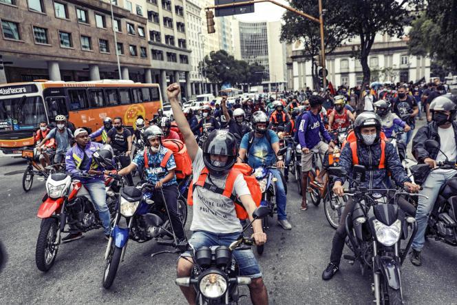 Des «livreurs anitifascistes» manifestent contre le manque de protection pour faire face à l'épidémie de Covid-19, à Rio de Janeiro, le 1erjuillet.