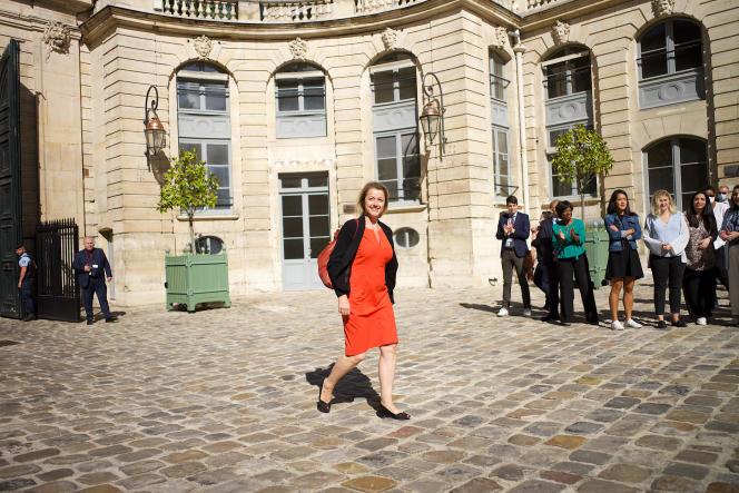 La nouvelle ministre de la transition écologique, Barbara Pompili, arrive au ministère de la Transition écologique et solidaire pour la passation des pouvoirs, le 7 juillet.