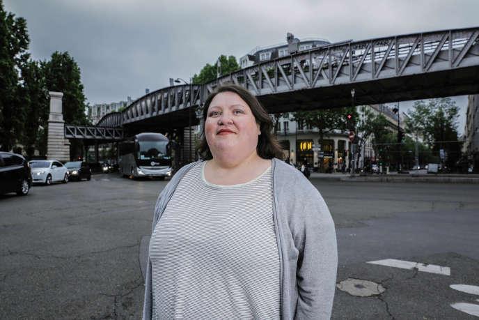 L'autrice Gabrielle Deydier se confie sur son entrée chaotique dans le marché du travail, où elle subit des discriminations en raison de son obésité.