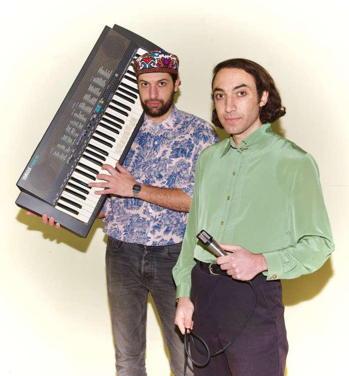 Rami et Hasan Nakhleh, de TootArd, en janvier dans leur garage aménagé en studio, àMajdal Shams, sur le plateau duGolan.