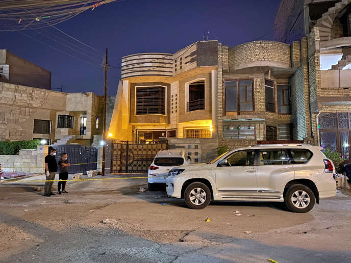 Sur les lieux de l'assassinat d'Hicham Al-Hachémi à Bagdad, le 7 juillet.