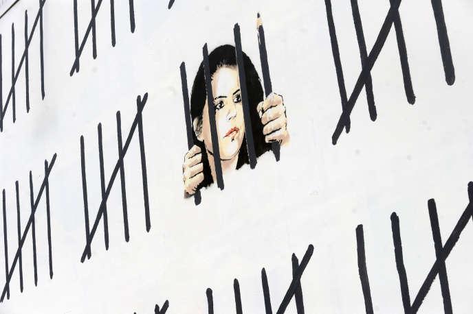Une œuvre de Banksy réalisée sur un mur new-yorkais en 2018, dédiée à l'artiste et écrivaine kurde Zehra Dogan, détenue en Turquie de 2016 à 2019. La correspondance qu'elle a tenue durant son séjour en prison a été publiée en France sous le titre «Nous aurons aussi de beaux jours. Ecrits de prison» (Des femmes/Antoinette Fouque, 2019).