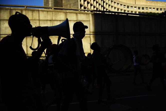 Des manifestants bloquent une autoroute pour protester contre les violences policières, à Washington, le 23 juin.