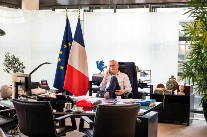 Bruno Le Maire, ministre de l'économie et des finances, dans son bureau à Bercy, en avril 2020.