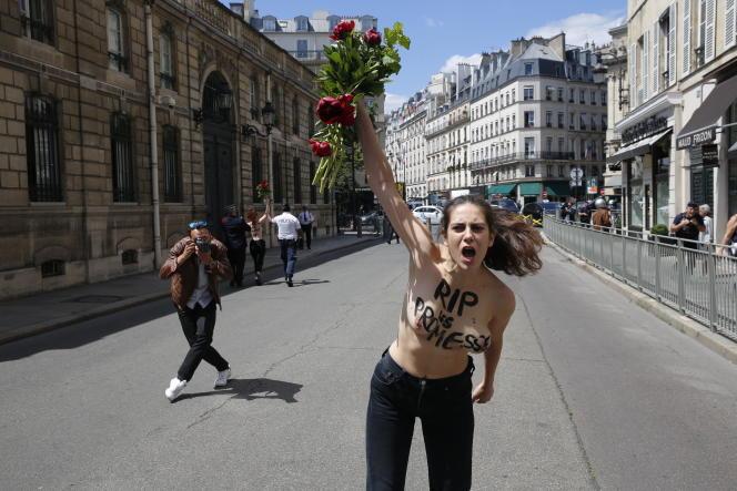 Une militante Femen devant l'Elysée, le 7 juillet.