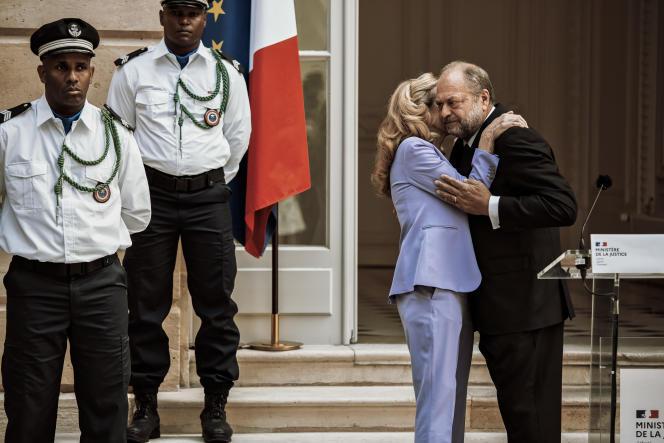 Passation des pouvoirs entre Nicole Belloubet et Eric Dupond-Moretti au ministère de la justice, le 7 juillet 2020.